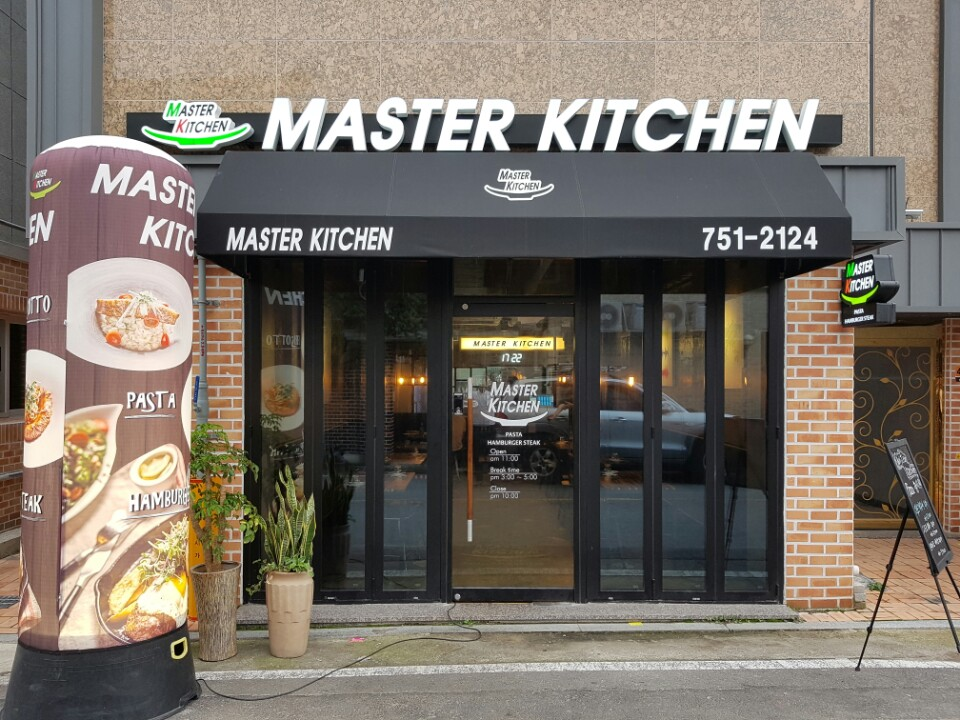 MASTER KITCHEN